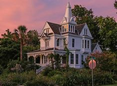 """Victorian House For Sale in Historic Houston Heights that reminds me of the one from """"Practical Magic"""" mansions Victorian Houses For Sale, Victorian House Plans, Victorian Homes Exterior, Old Victorian Homes, Victorian Interiors, Huge Houses, Old Farm Houses, Amazing Houses, Style At Home"""