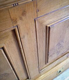 Some recent #oak #panelling we have produced finished in a light oak and gently antiqued. Raised and fielded panels pegged joints carved beading and a mason's mitre detail on the frame moulding.  #interiordesign #design #architectural #architexture #handmade #interiors #interiorstyle #detail #perioddetails #joinery #woodwork #woodisgood