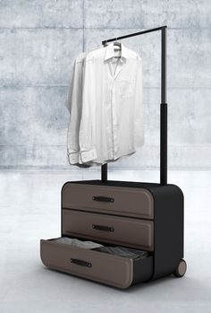 The Traveler's closet | The case is designed as drawers and the handle lengthens to host hangers.