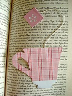 Tea Cup Bookmark- I drew out a pattern and then cut out two of them in scrapbook paper. Then I used an actual tea bag string and glued it in between the two pieces. Would be even better to use a real tea bag in the cup. Ideas Scrapbook, Scrapbook Paper, Tea Tag, Diy Bookmarks, Corner Bookmarks, Custom Bookmarks, Crochet Bookmarks, Book Markers, Tee Design