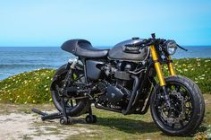 The Bullitt Triumph Bonneville Black ~ Return of the Cafe Racers