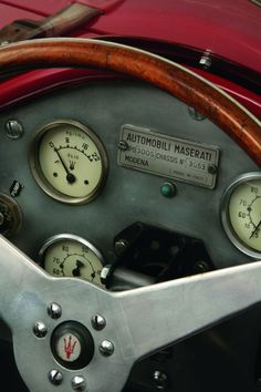 Maserati 300S Sports-Racing Spider Nice steering wheel. http://megadeluxe.com/daily-deluxe/the-daily-deluxe-22-march-2013