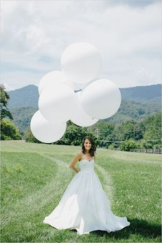bridal portrait with giant balloon #giantballoons  #weddingballoons #weddingchicks http://www.weddingchicks.com/2014/01/07/diy-tassel/