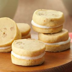 Caramel Creams Recipe- Recipes These cookies are delicious plain, but I like to make them into sandwich cookies with the brown butter filling. In a pinch, you can use a can of frosting. Cookie Desserts, Just Desserts, Cookie Recipes, Dessert Recipes, Galletas Cookies, Cake Cookies, Sugar Cookies, Caramel Cream Recipe, Biscuits
