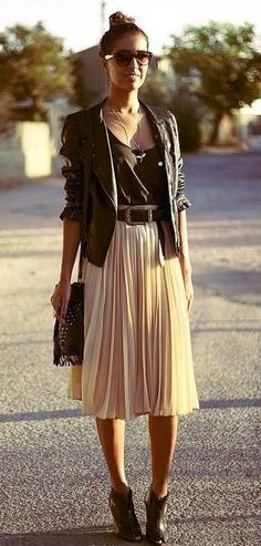Style Tips On How To Wear A Pleated Skirt