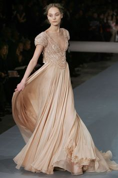 Beautiful Front view of Haute Couture Elie Saab gown Couture Mode, Style Couture, Couture Fashion, Runway Fashion, Elie Saab Brautkleid, Beautiful Gowns, Beautiful Outfits, Gorgeous Dress, Glamour
