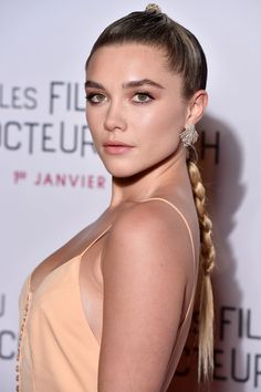 Florence Pugh Is a Master of the Scene-Stealing Updo Black Dress Red Carpet, Red Carpet Hair, Florence Pugh, Portraits, Top Knot, Woman Crush, Girl Crushes, Pretty Woman, Hair Makeup