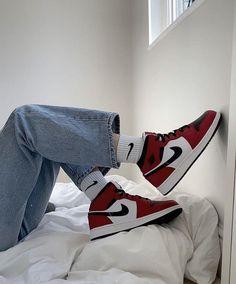 follow my insta <3 @ _sara_marevci Dr Shoes, Cute Nike Shoes, Swag Shoes, Nike Air Shoes, Shoes Sneakers, Gold Shoes, Shoes Heels, Baskets Jordans, Michael Jordan Sneakers