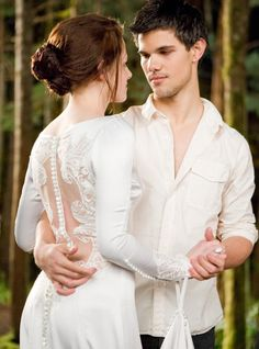 Jacob (Taylor Lautner) makes a surprise appearance at the wedding and has a dance with Bella (Kristen Stewart) in The Twilight Saga - Breaking Dawn Part 1.