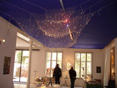 Ingo Maurer's latest creation Lacrime del Pescatore(Tears of the Fisherman)  is simply stunning! Cool Lighting, Chandelier Lighting, Modern Lighting, Lighting Design, Overhead Lighting, Chandeliers, Modern Interior Design, Interior And Exterior, Design Interiors