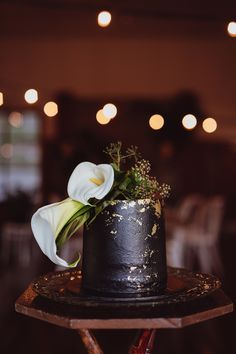 Wedding cake #goldfoil detail / One Fine Day Wedding Fair