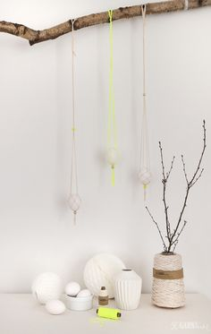 Makrame Easter Dekoration with bakers twine in  offwhite and Neonyellow from GARN & MEHR