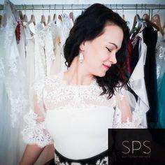 """Suzy Palhazy Soutache Jewelry on Instagram: """"Megosztom veletek is ezt a csodás lehetőséget - a Horus x Marcus az Adry Couture ruhák kiegészítőjeként SPS ékszereket fog viselni a…"""" Soutache Earrings, Everyday Look, Ruffle Blouse, Couture, Unique, Jewelry, Instagram, Tops, Design"""