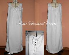 Underwear século XVIII ao XX em algodão branco com aplicação de renda no descote e passa-fitas no busto.  Site: http://www.josetteblanchardcorsets.com/ Facebook: https://www.facebook.com/JosetteBlanchardCorsets/ Email: josetteblanchardcorsets@gmail.com josetteblanchardcorsets@hotmail.com
