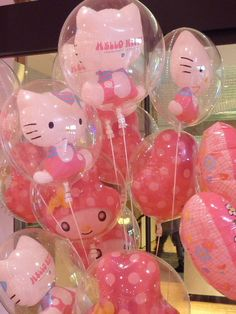Hello Kitty balloon   ...........click here to find out more     http://googydog.com