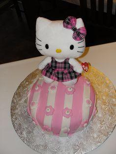 Helly Kitty Cake