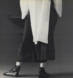 Yohji, Or How I Learned to Stop Worrying and Love The Looser Fit (Yohji Yamamoto Thread) Dark Fashion, Minimal Fashion, High Fashion, Anti Fashion, Fashion Women, Fashion Trends, Yohji Yamamoto, Morgana Le Fay, Japanese Fashion Designers