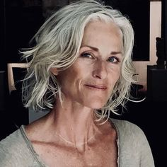 Update Your Hairstyle - Easy And Affordable Ways To Stay Fashionable After 50 - Photos Shaggy Bob Hairstyles, Easy Hairstyles, Silver White Hair, 50 Hair, Beautiful Old Woman, Playing With Hair, Ageless Beauty, Great Hair, Short Hair Cuts