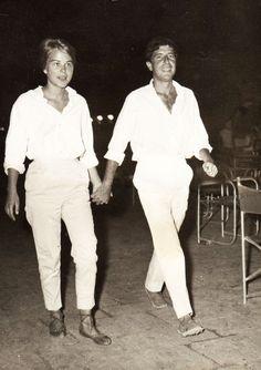 Leonard Cohen & Marianne, Hydra, Greece #uruguay #mexico #tango #gardel #constelaciones #leonardcohen #barcelona https://icarolavia.blogspot.com.es/2016/11/muerte-donjuan-leonard-cohen.html