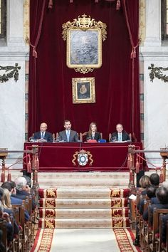 Spanish King Felipe VI (2L) and Queen Letizia (2R) attend the presentation of the 23rd Edition of the Spanish Language's Dictionary at the Academia de la Lengua on 17.10.2014 in Madrid, Spain.