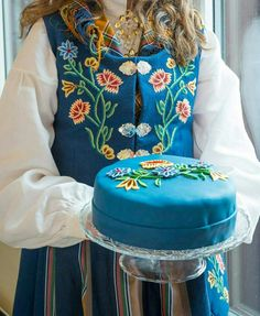 Nordlandsbunad Norway National Day, Beautiful Norway, Norwegian Food, Scandinavian Food, Crab Dip, Folk Costume, Birthday Fun, Yummy Snacks, Beautiful Cakes