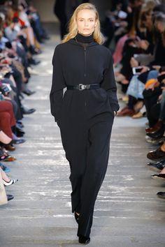Max Mara Fall 2017 Ready-to-Wear Fashion Show - Natasha Poly Sport Fashion, Fashion 2017, Runway Fashion, Fashion Show, Fashion Trends, Milan Fashion, Dress Fashion, Max Mara, Vogue Paris