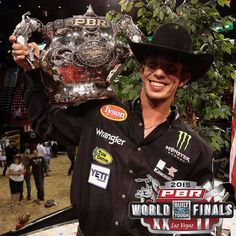 JB Mauney 2015 world champ bull rider. Rodeo Cowboys, Hot Cowboys, Real Cowboys, Baby Wolves, Red Wolves, Cowboy Pictures, Cowboy Pics, Cute Country Boys, Professional Bull Riders
