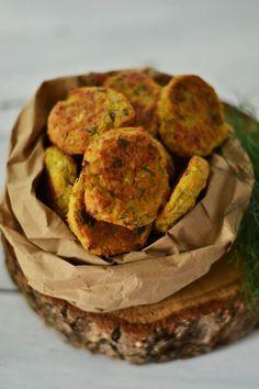 Parmesan Zucchini Chips, Vegetarian Recipes, Healthy Recipes, Good Food, Yummy Food, Romanian Food, Food Tasting, Vegan Foods, Diy Food