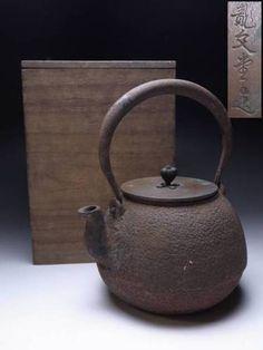 """Japanese Vintage Tetsubin Iron Teapot Signed """"RYUBUNDOU"""""""