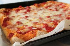 The ideal base for low and crunchy pizzas or . Berry Smoothie Recipe, Easy Smoothie Recipes, Easy Smoothies, Snack Recipes, Keto Snacks, Homemade Frappuccino, Grilled Fruit, Cookout Food, How To Make Pizza