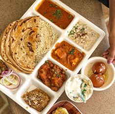 St-Steel Asian Authentic 5 Compartment food Thali//Tray Chapatti,Curry,Nans,Salad