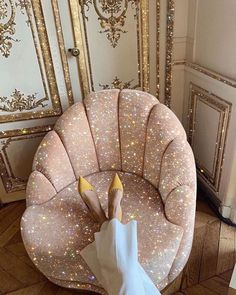 A Daily Style and Design Site of Interiors, Fashion, Luxury Style, Travel, and Leisure. Cool Chic Style Fashion inspire you every day. Boujee Aesthetic, Aesthetic Pictures, Glitter Photography, Pinterest Instagram, Glitz And Glam, My New Room, Mode Inspiration, Wall Collage, Aesthetic Wallpapers