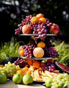 New Fruit Basket Centerpiece Wedding Ideas Fruit Centerpieces, Fruit Decorations, Fruit Arrangements, Centerpiece Wedding, Keto Fruit, Healthy Fruits, Fruit Buffet, Fruit And Vegetable Storage, Tableaux Vivants