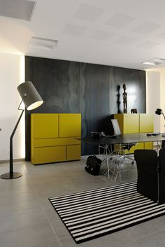 Modern office color : black & yellow /claude cartier décoration