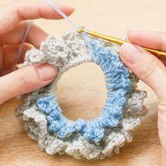 編み物初心者さんでも大丈夫。|四季を感じる かぎ針お花シュシュの会 Crochet Hair Clips, Crochet Headband Pattern, Crochet Flower Patterns, Crochet Designs, Crochet Flowers, Crochet Earrings, Diy Crochet, Crochet Crafts, Crochet Projects