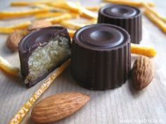 Chocolate candies with orange marzipan .-Шоколадные конфеты с апельсиновым марципан… Chocolate candies with orange marzipan - Chocolate Pack, Homemade Chocolate, Chocolate Candies, Candy Recipes, Sweet Recipes, No Sugar Diet, Mac And Cheese Homemade, Food Obsession, Confectionery