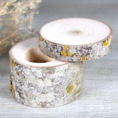 Portalianzas de madera natural realizado de manera artesanal ya disponible en UBOshop por 16,50€ http://www.unabodaoriginal.es/es/portalianzas-rustico.html