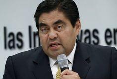 """El político """"Miguel Barbosa"""" es tendencia porque fue removido de su cargo como coordinador del Senado del PRD.   http://qoo.ly/e58ew"""