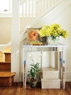 a great tutorial on how to change a standard hall table into a mirrored beauty