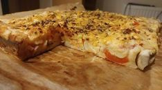 Greek pie – One of my colleagues brought this to work yesterday, today I had to prepare it twice. Delicious, quick and versatile Meat Recipes, Gourmet Recipes, My Favorite Food, Favorite Recipes, Greece Food, Recipe Mix, Hungarian Recipes, Food 52, I Foods
