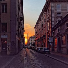 Tramonto #torino #torinoèlamiacittà #igersoftheday #italy #photography #ig_torino #turin #igerstorino #beautiful #photooftheday #instadaily #instatravel #instagood #picoftheday #art #happy #city #amazing #architecture #urban #igers #bestoftheday #torinodigitale #architecture #placesofturin #volgotorino #instatravel #sunset #colorful #love #skyporn #ciauturin - photo by @mod_lisa