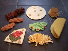 Felt Play Food Patterns - Felt Mexican Food - Fajita and Taco Dinner Sets Tacos or Fajitas? Now you dont have to choose! With this special deal Salsa Verde, Diy For Kids, Crafts For Kids, Taco Dinner, Felt Crafts Patterns, Felt Play Food, Wooden Food, Fake Food, Dinner Sets