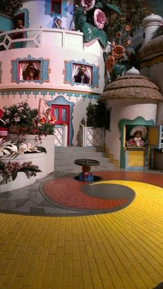 The Wizard of Oz, Munchkin Land set.
