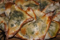 Skinny Spanakopita, just 2 weight watchers points plus (or 86 calories) for I LOVED these! So glad that they were low in points because they were hard to stop eating! Skinny Recipes, Ww Recipes, Cooking Recipes, Cleaning Recipes, Bread Recipes, Cooking Tips, Budget Recipes, Fast Recipes, Family Recipes