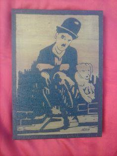 Chaplin pirografado em araucária (20 x 30 cm)