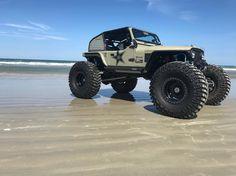 """Reposting GRDLOC Distributing: ... """"Life's a beach... #jeeplife #jeepbeef #jeepfam #jeep #jeepbeach"""""""