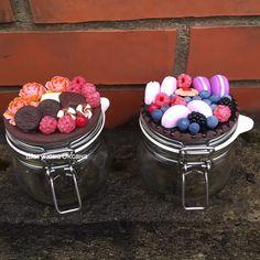 Бронь! Что то потянуло на коричневые тона))) эти баночки по 0,5. Пс заказы временно не принимаю И не могу обойтись без ягод))) за умение лепить ягоды спасибо @shkola.lepki  #подарок #полимернаяглина #ручнаяработа #кружкаполимернаяглина #баночкасчастья #баночкасдекором #слюбовью
