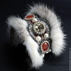 Купить Браслет с норкой Эльзас - браслет с камнями, браслет с норкой, Вышивка бисером, красный с серым