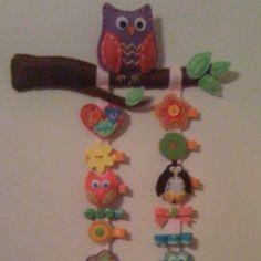 Felt owl hair clip holder and felt hair clips that I made for my cousin.
