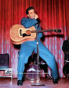 The King - Elvis Presley! Elvis Presley Songs, King Elvis Presley, Elvis And Priscilla, Elvis Presley Photos, Are You Lonesome Tonight, Elvis Sings, Elvis Memorabilia, Tupelo Mississippi, Young Elvis